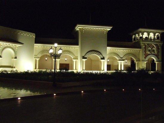 Baron Palace Sahl Hasheesh: Hotel front at night