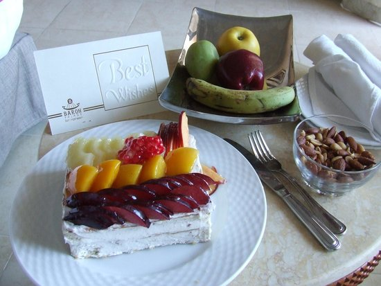 Baron Palace Sahl Hasheesh: Delivered to our room for our 18th wedding Anniversary