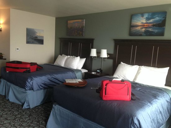Park Point Marina Inn: Right when we entered our room and put luggage on the bed