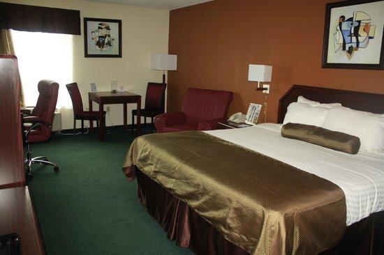 Super 8 Somerset: King Bed Room
