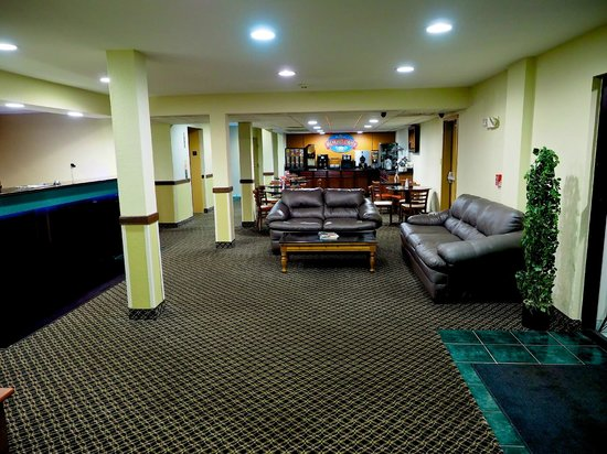 Super 8 Somerset Lobby Breakfast Area