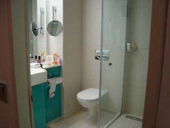 Radisson Blu Hotel, Hamburg: Bathroom
