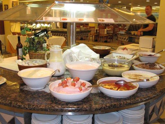Suite Hotel Atlantis Fuerteventura Resort : buffet de desserts