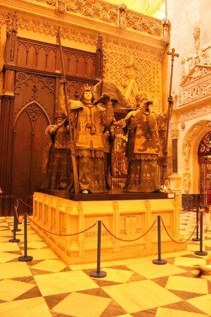 Catedral de Sevilla: Catedral Tumba de Colón