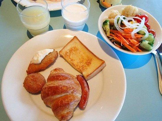 The Green Leaf Niseko Village : グリーンリーフの朝食ビュッフェ。洋食より