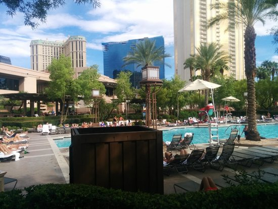 MGM Grand Hotel and Casino : Pool area