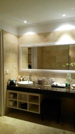 The Colony Hotel Bali: Bathroom