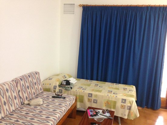 Ebusus Apartments : Salottino/letto-divano