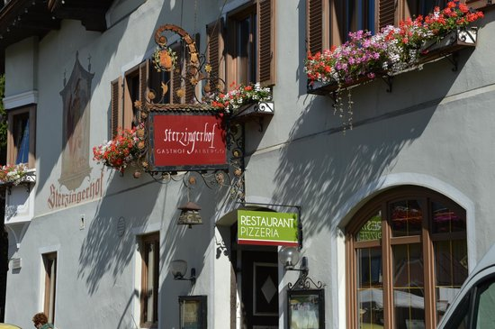 Sterzingerhof : Facciata con insegne