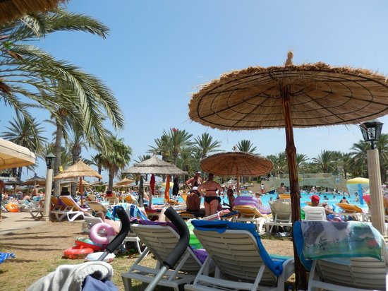 Houda Golf and Beach Club: poolside