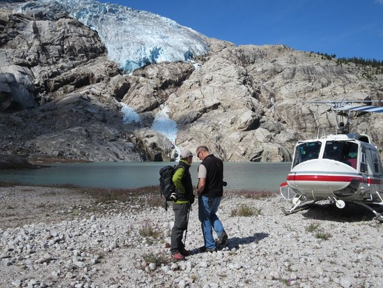 Canadian Mountain Holidays : Our bird, pilot and guide