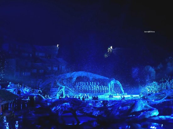 Tianmen Fox Fairy Show: The stage is made of glass, which helps the lightings so magnificent!