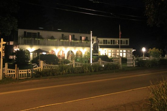 Hartwell House Inn: Global view from the street