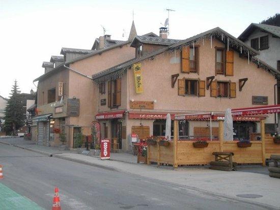 Hotel Alpis Cottia vue de la rue principale Montgenèvre