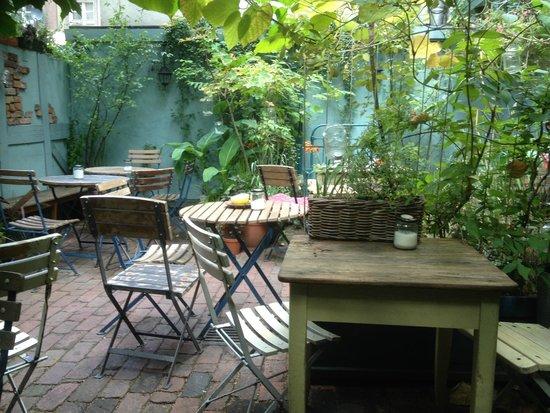Weranda Caffe: Garten