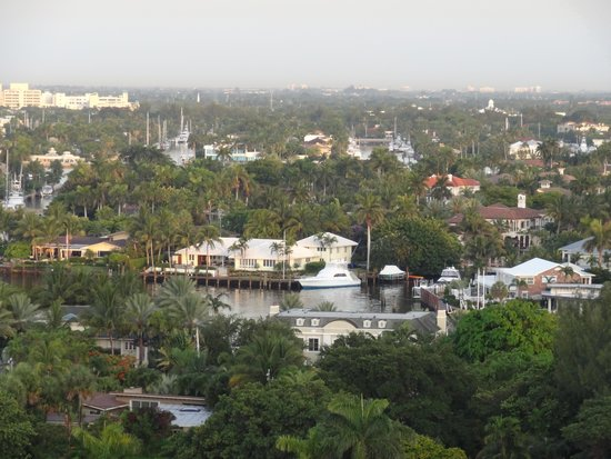 Fort Lauderdale Marriott Harbor Beach Resort & Spa: Vue sur l'Inercostal water way