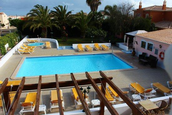 سولار دي موس: Overlooking the pool