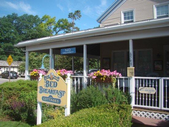 Glen Arbor Bed and Breakfast: Glen Arbor B & B porch (1)
