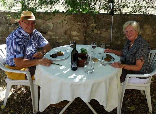 Lekker en rustig tafelen bij Auberge du Fiacre in Goult