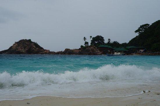 Laguna Redang Island Resort: Strong waves but wonderfully calming