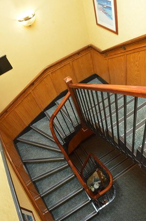 Ayrshire & Galloway Hotel: Stairwell to Upper bedrooms