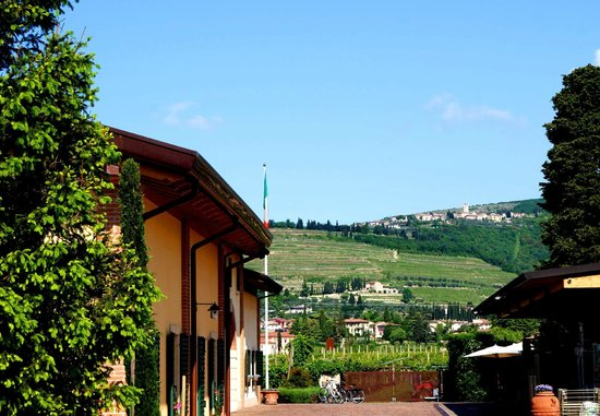 Amarone Brunelli - Wines since 1936: View from the internal the courtyard