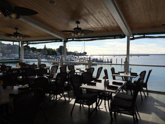 Chippewa Hotel Waterfront: Pink Pony patio
