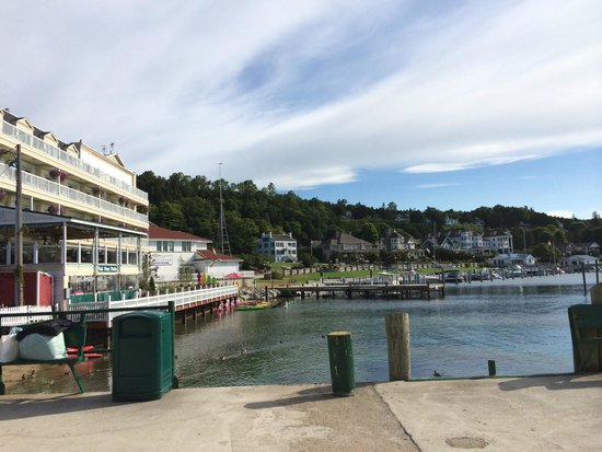 Chippewa Hotel Waterfront: View from Arnold Pier of HOtel