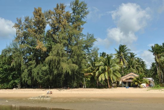 Lola Bungalows: The house of the beach is a private one.