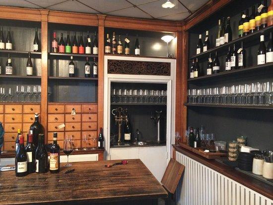 Ved Stranden 10: The bar