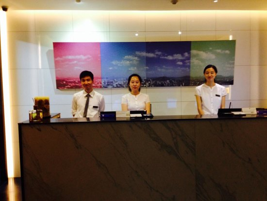 Hotel ShinShin: Friendly front desk staffs.
