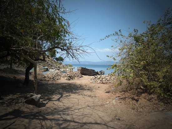 Ulisa Bay Lodge: Out and about on the Island