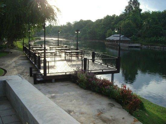Royal River Kwai Resort & Spa : River