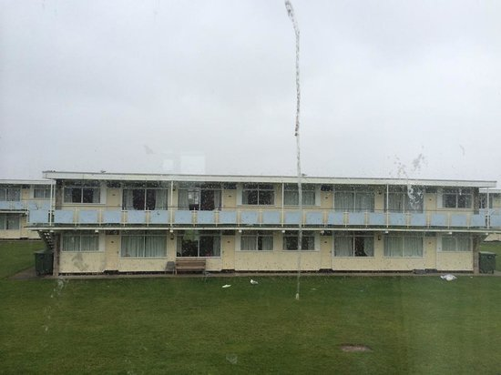 Pontin's Prestatyn Sands Holiday Park: The view from my dirty window