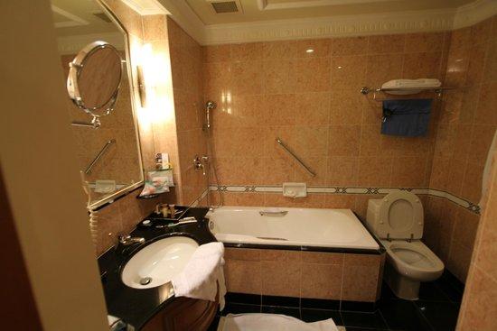 Sheraton Saigon Hotel & Towers: Bathroom