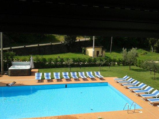 Piscina e idromassaggio foto di hotel la pergola - Piscina g conti verona ...