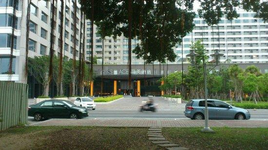Silks Place Tainan: 大門