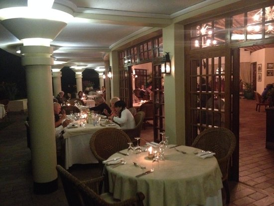Ilala Lodge: restaurant patio