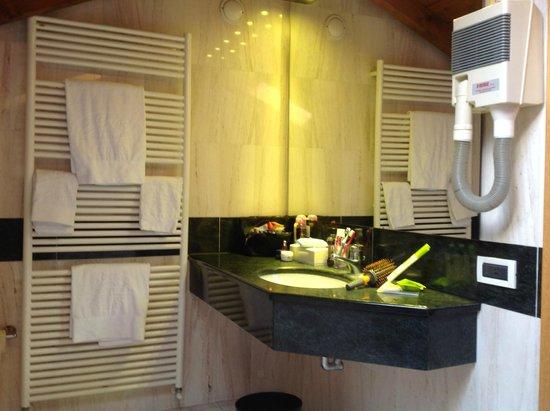 Bathroom in our mansard room picture of albergo lenno for Mansard room