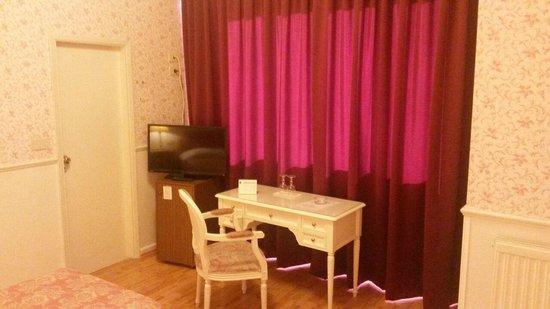 Biondi Hotel: tv