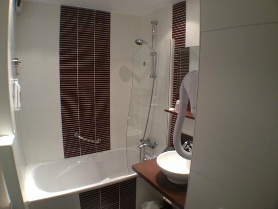 Mercure Hotel Omaha Beach: Bathroom