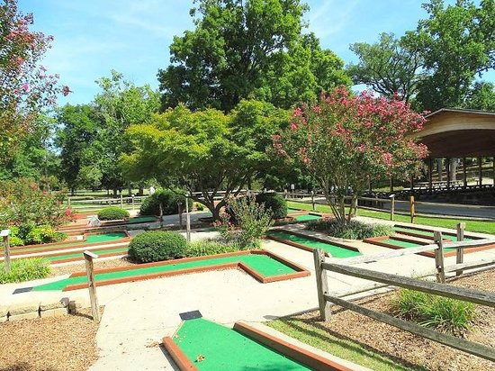 putt putt - Picture of High Point City Lake Park, High Point ...