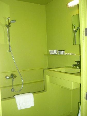 Lloyd Hotel & Cultural Embassy : Inside the bathroom.