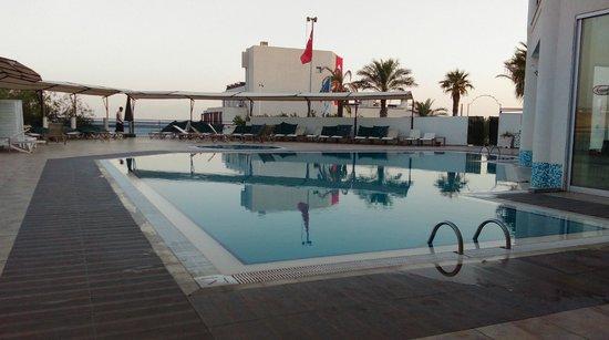 Rosso Verde Hotel: piscine