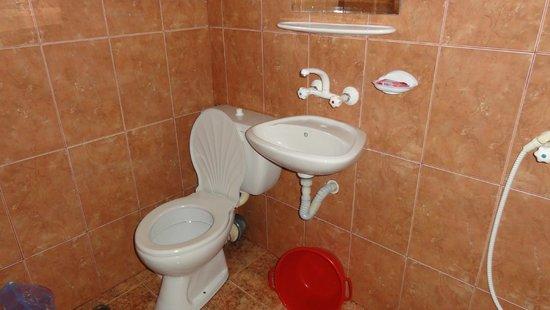 Hotel More: Baño habitación 24