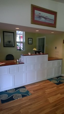 Bar Harbor Motel: New front desk