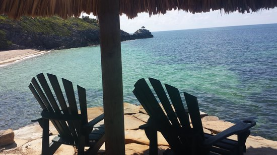 Paya Bay Resort : Small seating area overlooking the water