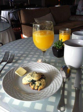 Inn at Tilton Place: Homemade blueberry scones@