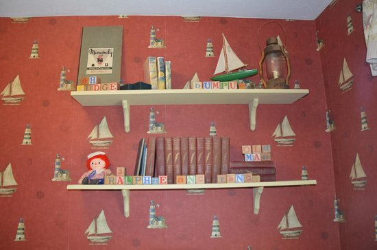 Christmas Story House : The boys' room.