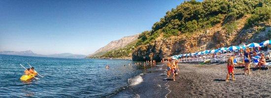 Club Residence Pianeta Maratea: La Spiaggia Nera del villaggio